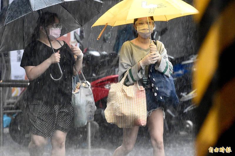 氣象專家彭啟明示,下週二開始鋒面盤據,預期會滯留3到4天,這波全台都會有顯著降雨。示意圖。(資料照)
