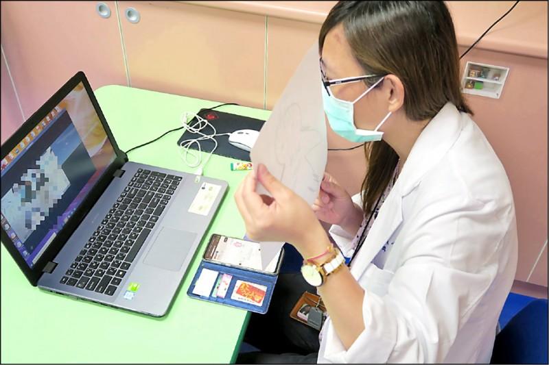 彰化醫院成立「傾聽關懷小組」安撫確診者的情緒。(圖:彰化醫院提供)