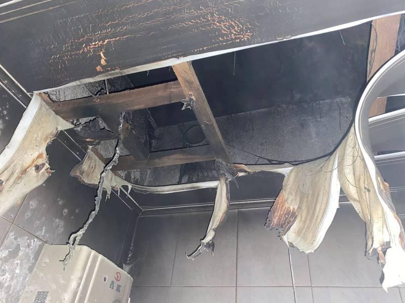 大樓浴室換氣扇燃燒,差點釀成重大災禍。(記者洪定宏翻攝)