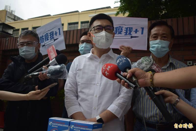 台中市長盧秀燕將鄰長列為優先施打疫苗對象,國民黨主席江啟臣今天聲援盧。(記者張瑞楨攝)