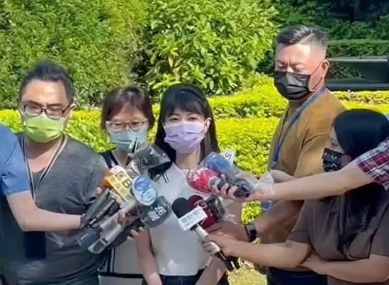 民進黨立委高嘉瑜今天下午出面說明疫苗事件。(高嘉瑜辦公室提供)
