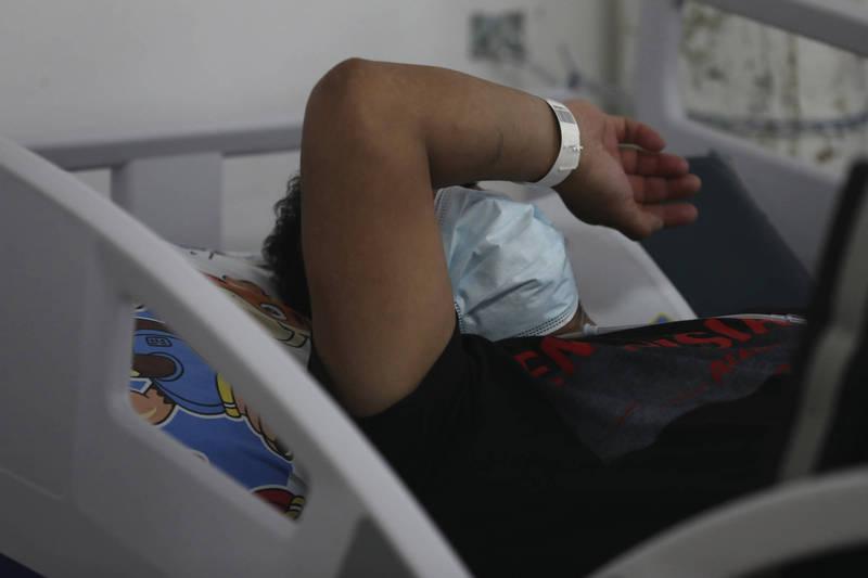 馬來西亞1名醫師指出,1名癌症病患稱已求助巫師替他清出癌細胞,經過化驗後證實,其實只是1塊生雞肉。示意圖。(美聯社檔案照)