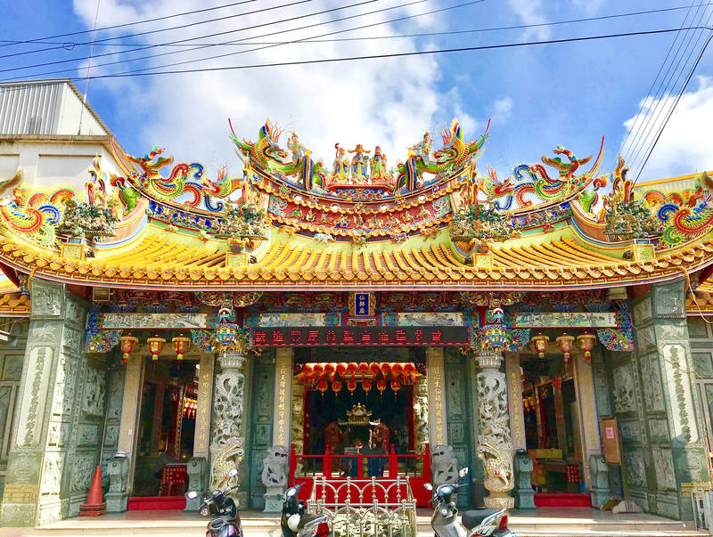 Taichung's Qiaoshengxianshi Temple is one of the first in Taiwan to have Lu Ban as its principal deity. Photo courtesy of Wikimedia Commons