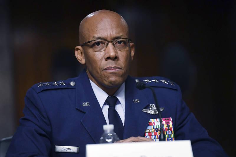 美國空軍參謀長布朗出席聽證會時透露,「下代空中優勢」戰機系統將具「對地攻擊能力」,除增加自衛能力外,也能反擊地面防空系統。(美聯社)