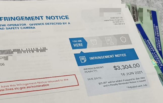 旅居澳洲的台灣網友日前發文抱怨,指出他在澳洲高速超速三公里,就收到了一張3304元澳幣(約新台幣6.9萬元)的罰單。(圖翻攝自爆怨2公社)
