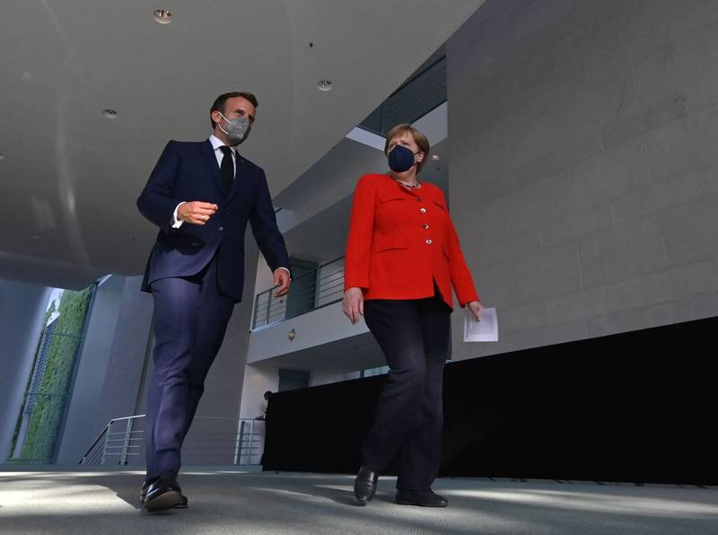 法總統馬克宏(左)與德總理梅克爾(右)呼籲歐盟在重啟國門上協調合作。(法新社)