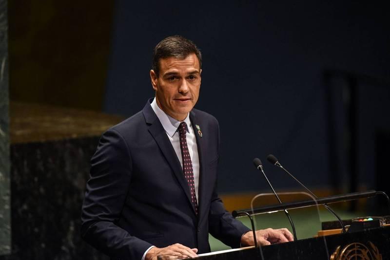 西班牙總理桑傑士(Pedro Sánchez)宣布,最快於本月26日開始,在戶外不須戴口罩。(法新社)
