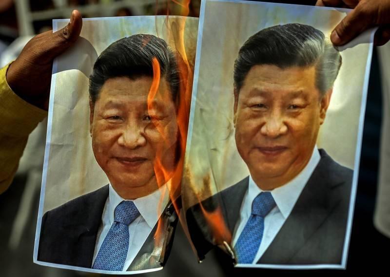 有南韓網友在論壇貼出「2021年全世界最討厭中國的國家TOP10」,引發熱烈討論,其中台灣僅排第4,也讓台灣網友傻眼直呼,未來要「更加努力」。圖為印度民眾怒燒習近平圖像,抗議印中邊界戰爭。(歐新社)
