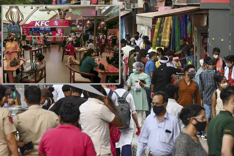 印度第2波疫情似已逐漸趨緩,首都新德里的商場和市場馬上出現人擠人的熱鬧場警,但這種放鬆的景象讓醫生憂心忡忡,擔憂下一波疫情恐怕很快又會捲土重來。(本報合成)