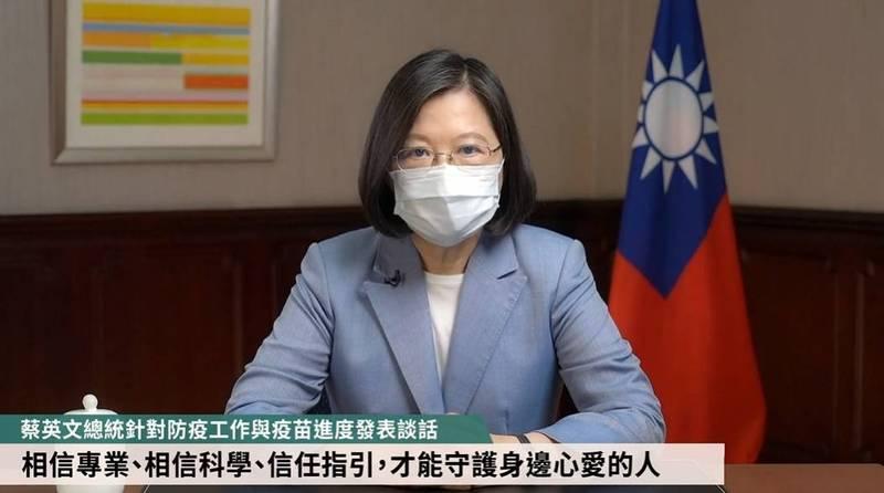 蔡英文請民眾要相信專業、相信科學、信任指引,才能在疫情期間守護心愛的人。(圖取自臉書專頁「蔡英文 Tsai Ing-wen」直播影片)