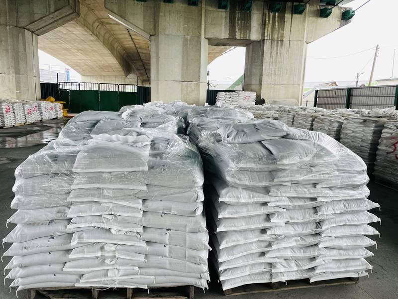 梅雨鋒面來襲,台中市水利局已備好沙包準備應戰。(水利局提供)