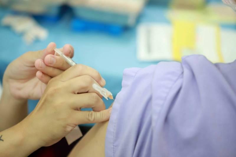 雙北、桃園接種對象傳出湧入宜蘭接種,外界擔心出現防疫破口。(圖由讀者提供)