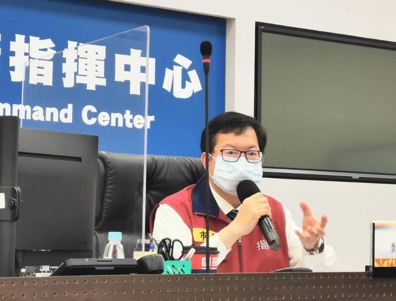 桃園市長鄭文燦今天要求國軍桃園總醫院直到週五前暫停收治。(記者陳恩惠翻攝)