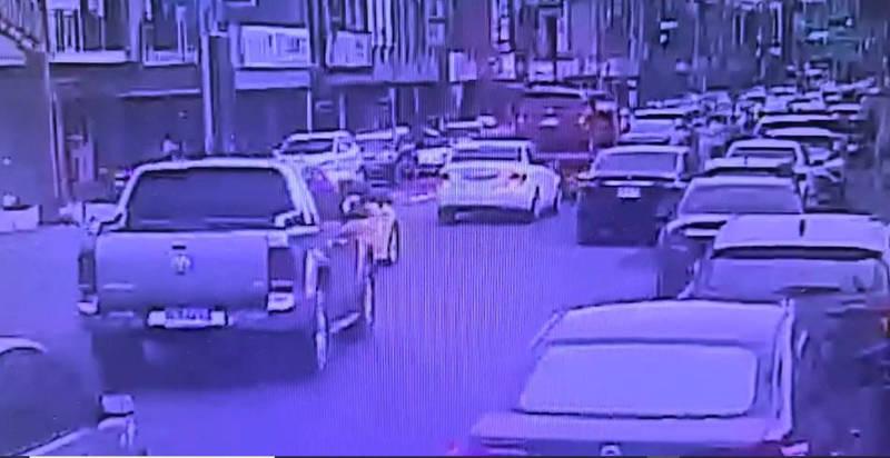 頭城市區也因國5車流量增多,遊客多出約5城,市區車輛大排長龍,讓當地民眾看了相當憂心。(記者林敬倫翻攝)