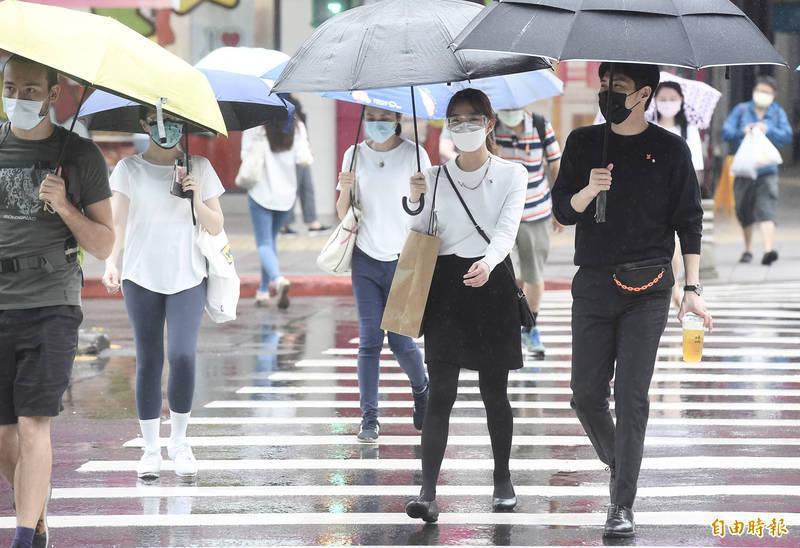 明(22日)同時受到滯留鋒面及西南風影響,各地都有明顯雨勢,尤其局部地區可能出現豪雨以上的降雨。(資料照)