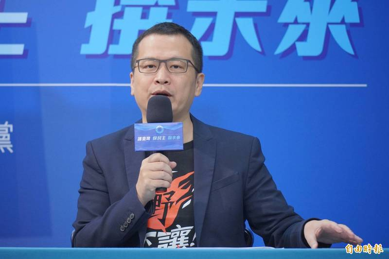 國內武漢肺炎疫情嚴峻,日本、美國相繼援助台灣疫苗,卻被國民黨台北市議員羅智強(見圖)諷刺台灣是當「疫苗乞丐」。(資料照)