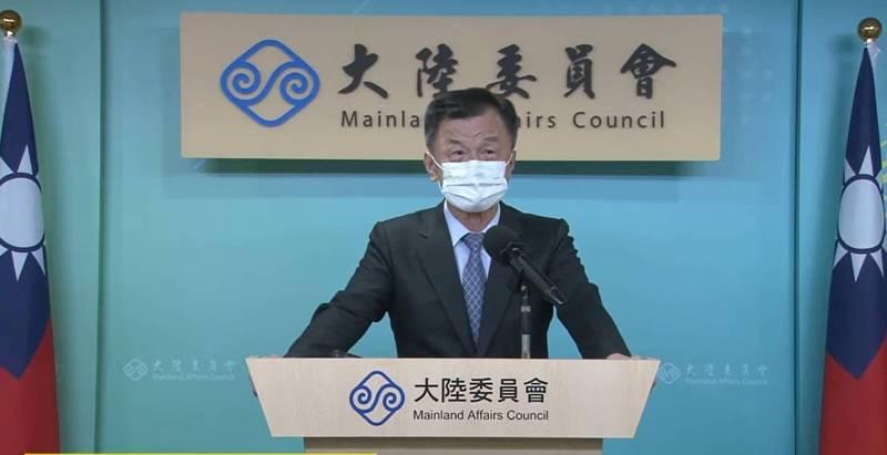 陸委會主委邱太三今日宣布,因應香港辦事處派駐人員赴任受阻,駐處業務將進行若干調整,辦公處所及聯繫電話不變,為民服務不中斷。(翻攝直播)