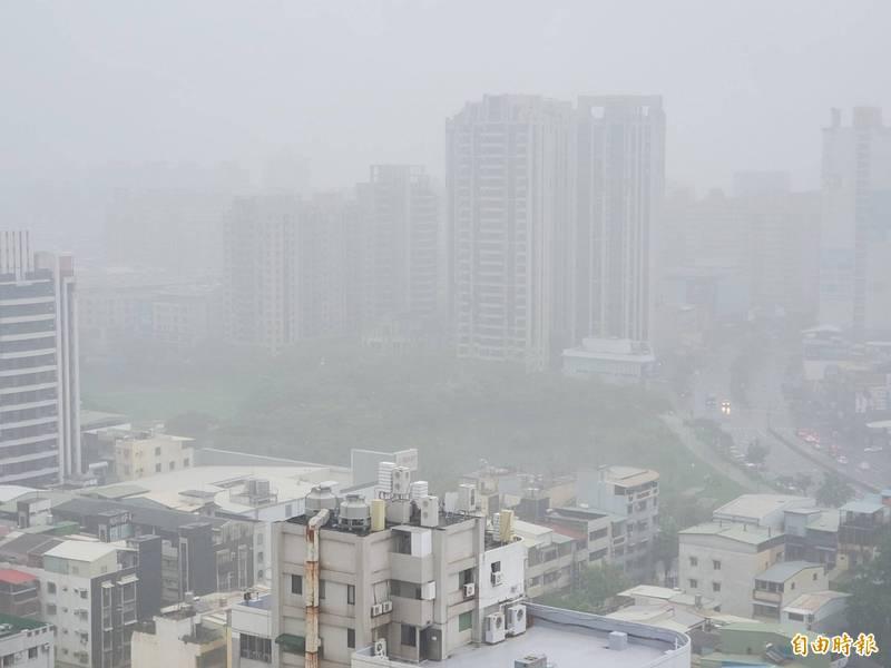 西南風持續帶來水氣 全台10縣市豪大雨特報!