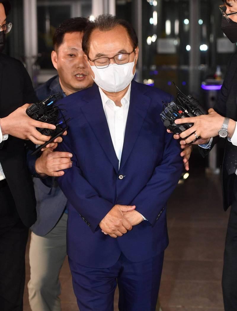 南韓釜山前市長吳巨敦涉嫌性騷2名女職員黯然下台,如今更被檢方求處7年有期徒刑。(歐新社)