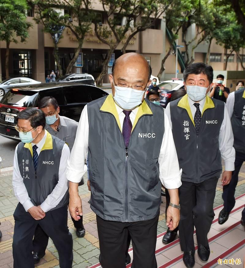 行政院長蘇貞昌提醒,雖然今日全國新增75起武漢肺炎本土病例,為三級警戒以來新低,仍不能鬆懈。(資料照)