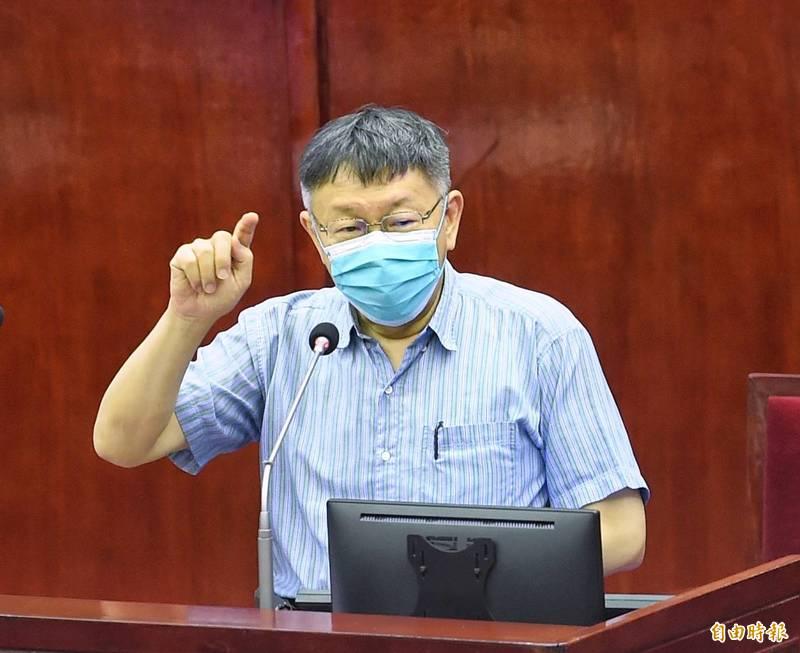 台北市長柯文哲前往議會報告110年度台北市總預算第1次追加(減)預算案編製經過並備詢。(記者方賓照攝)