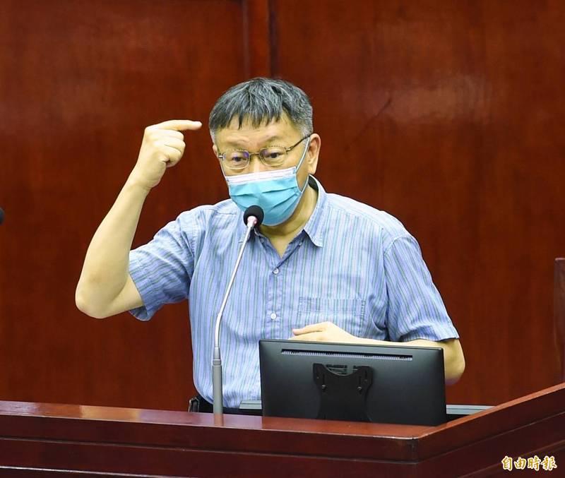 外傳中央疫情指揮中心醫療應變組副組長王必勝將接管救北農,台北市長柯文哲今於議會答詢表示,這是他的專業,他的方法最快,北市府自己處理即可。(記者方賓照攝)
