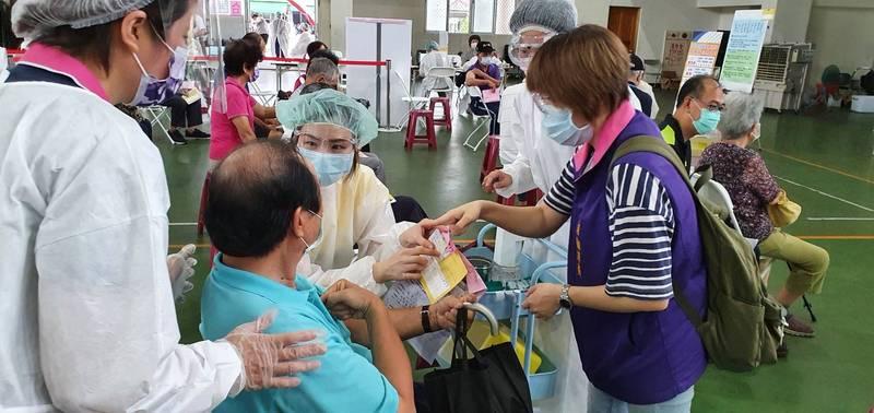 屏東縣21日疫苗施打情形。(屏縣府提供)