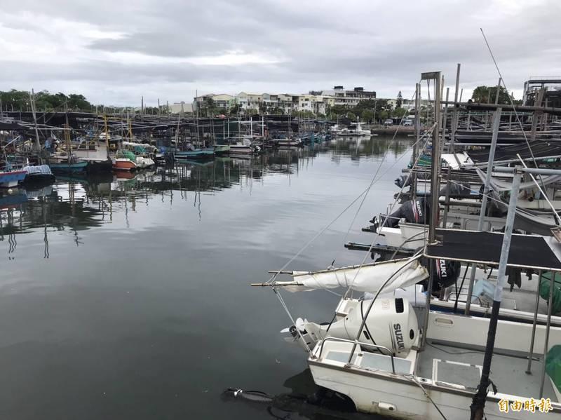 全國各行各業均受到武漢肺炎疫情影響,就連漁民出海作業也不例外。(記者王姝琇攝)