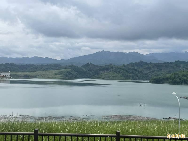 湖山水庫接近滿水位,湖光山色美景重現。(記者林國賢攝)