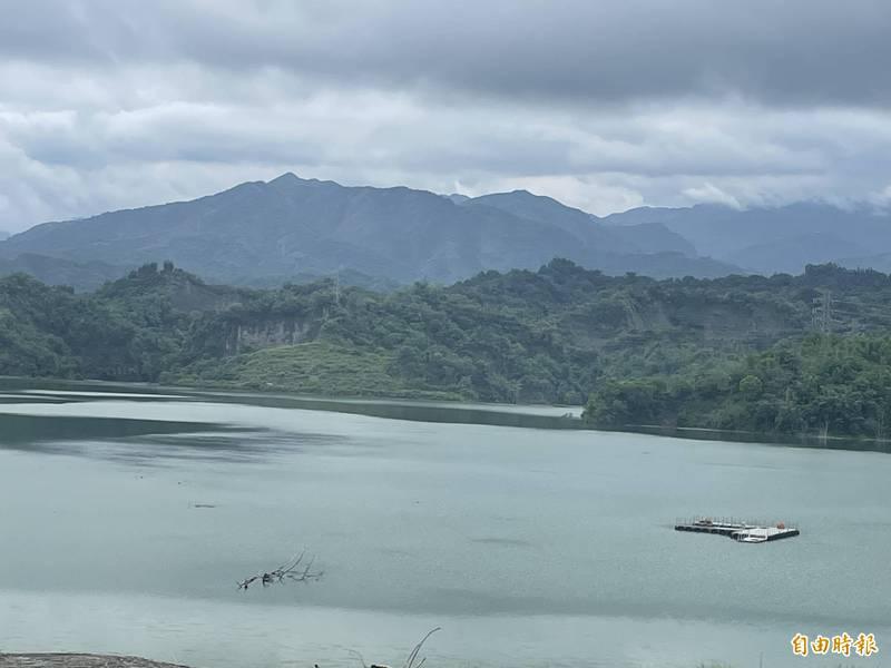 湖山水庫水位已達210公尺,預估明天滿庫。(記者林國賢攝)