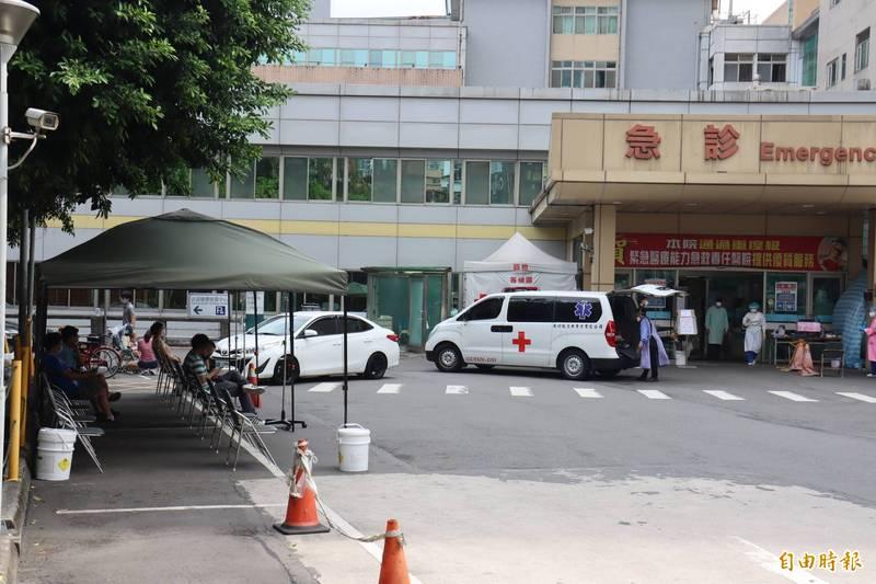 新店耕莘醫院爆發院內群聚感染。(記者翁聿煌攝)
