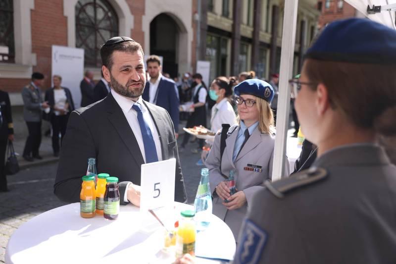 巴拉(Zsolt Balla)被派任為德軍宗教顧問之一。(歐新社)