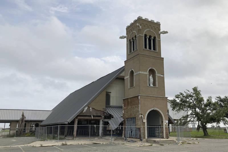 位於加拿大不列顛哥倫比亞省的聖心教堂(Sacred Heart Church)和聖格雷戈里教堂(St Gregory's Church),昨(21日)在同一時間發現發生火災。圖為加拿大聖心教堂。(美聯社)