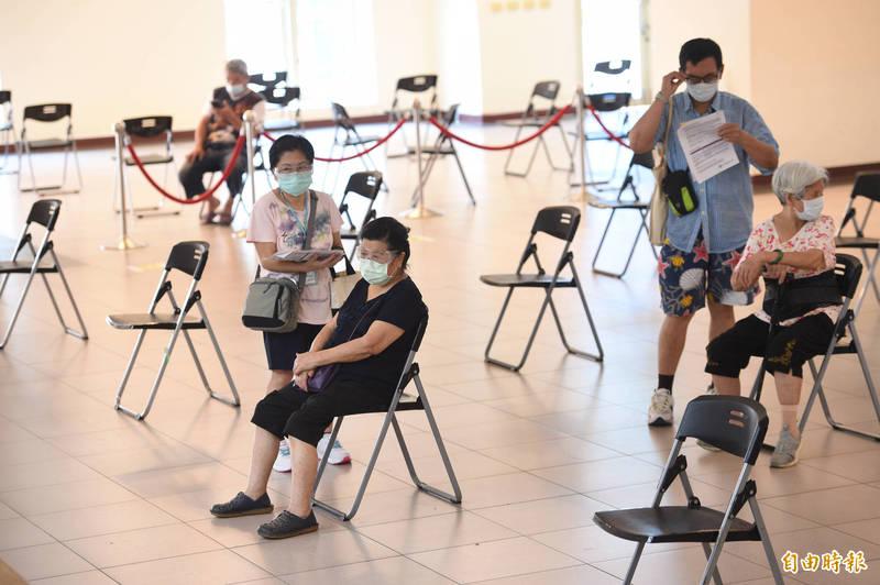 國民黨團批民進黨團無理取鬧,稱國民黨從未要求政府買中國疫苗,「少廢話,快去買疫苗!」。示意圖。(資料照)