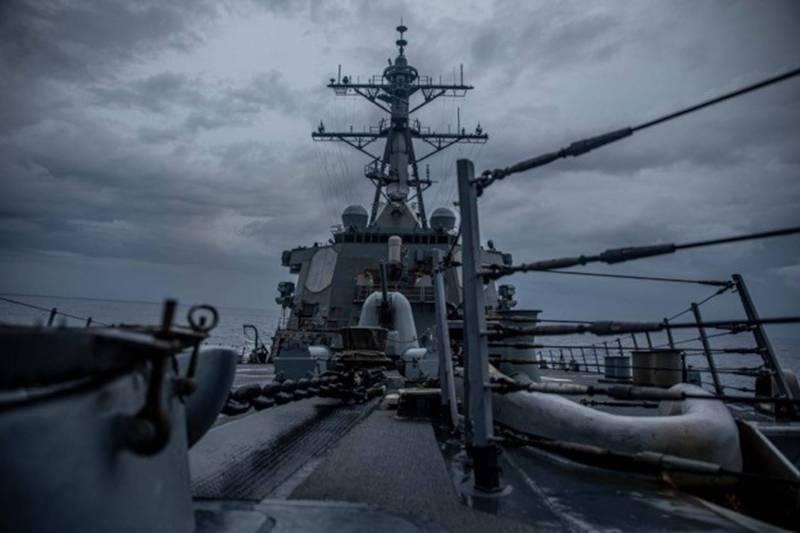 伯克級神盾驅逐艦「柯蒂斯魏柏號」通過台灣海峽。(取自美軍第七艦隊網站)