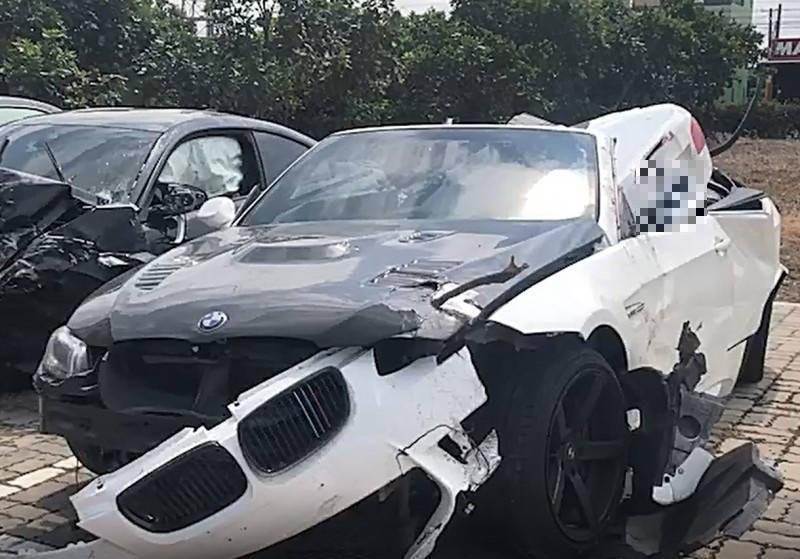 陳男駕駛的BMW敞篷車發生事故後面目全非。(資料照,記者顏宏駿翻攝)