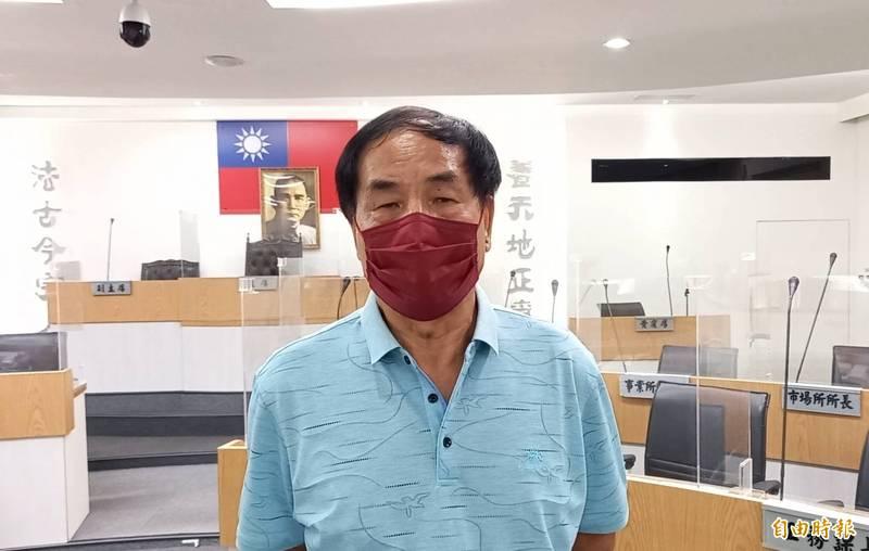 羅東鎮上級補助款墊付案,鎮代會主席李錫欽要求透過所、會協商化解歧見。(記者江志雄攝)