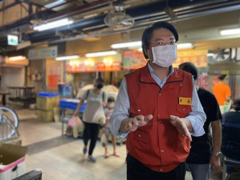 台北農產運銷公司群聚染疫風暴擴大,基隆市長林右昌批台北市長柯文哲宣稱「北農一半病例來自新北跟基隆」,是「睜著眼睛說瞎話」。(基隆市政府提供)