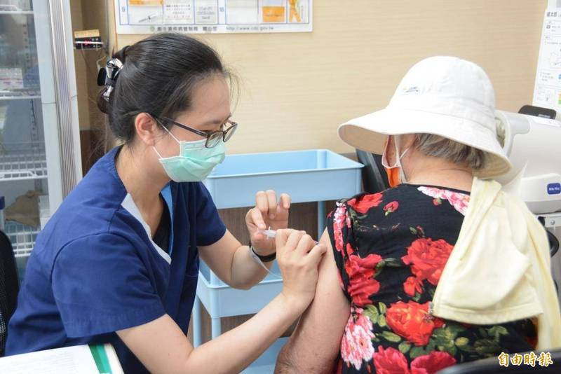 澎湖7月1日起開放第一至第八類施打疫苗,民眾可自行選擇疫苗種類。(記者劉禹慶攝)