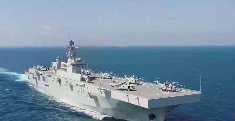 中國075型兩棲攻擊艦的首艦海南號,已在今年4月正式服役(如圖,擷自中國央視微博),隸屬於解放軍南部戰區海軍,目前075型的2號艦已在海試中,預計今年9月服役,3號艦即將完成艤裝,最快6月底將會進入海試階段。