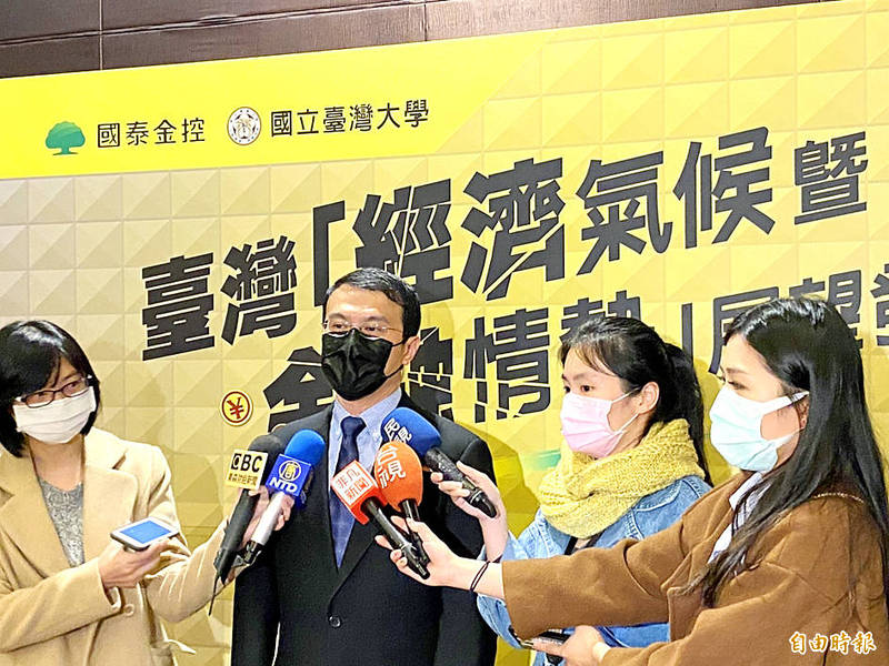 National Central University professor of economics Hsu Chih-chiang speaks to reporters at an event in Taipei on Dec. 22 last year. Photo: Allen Wu, Taipei Times
