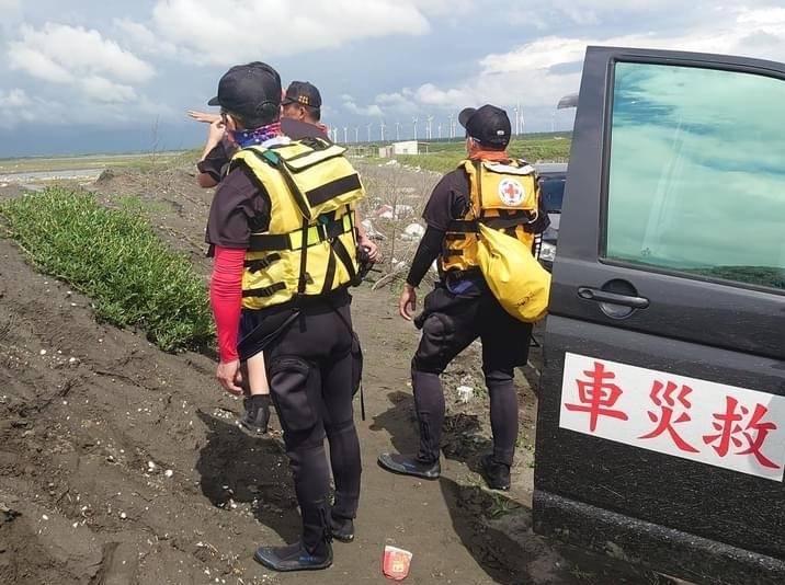 紅十字會雲林水上救難隊投入搜救行動。(讀者提供)
