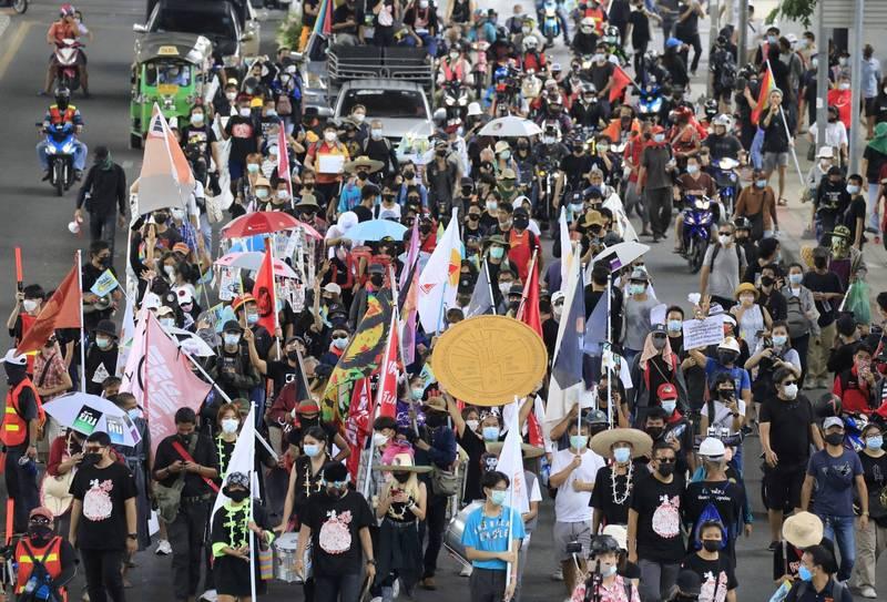 泰國今(24)日有數百名抗議者為紀念暹羅革命89週年,在首都曼谷舉行反政府活動。(歐新社)