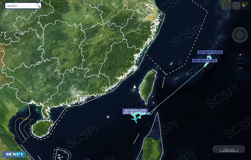 美偵察機RC-135W,今天在上午10點42分從嘉手納基地起飛,南下經巴士海峽空域,在台灣西南空域飛行。。(圖翻攝自SCS Probing Initiative推特)