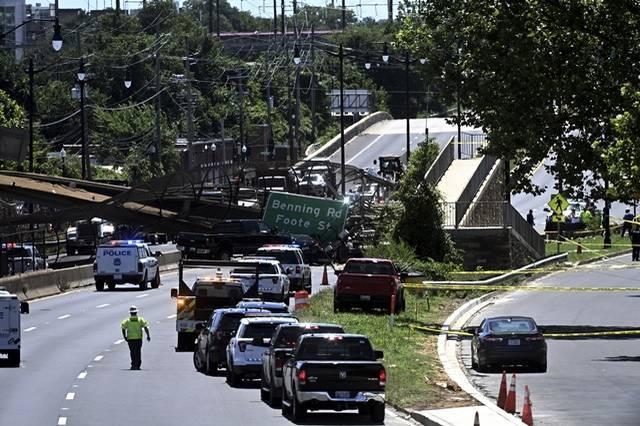 美國當地時間週三上午,首都華盛頓特區東北區的295號州際公路(Interstate 295)驚傳有天橋倒塌。(美聯社)