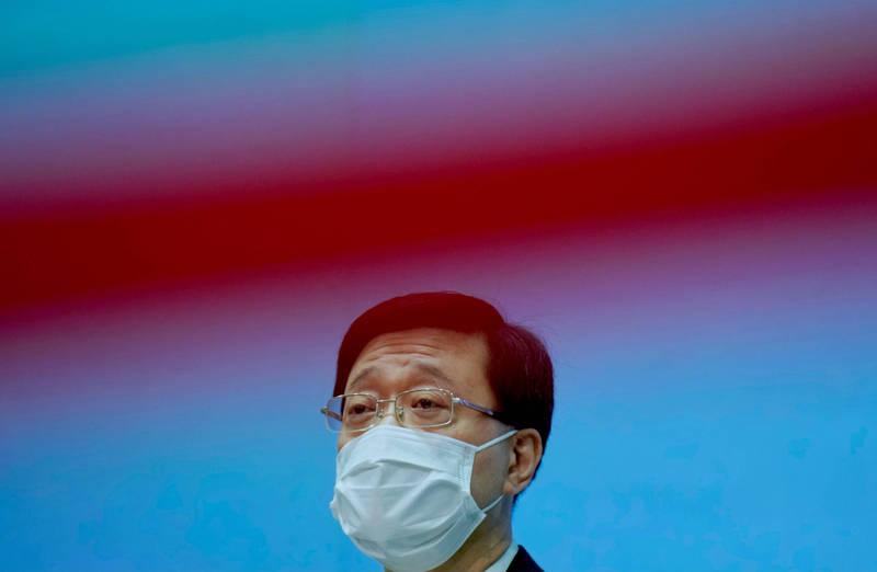 香港保安局長李家超17日警務處國安處人員搜查蘋果日報後,召開記者會說明。(美聯社)