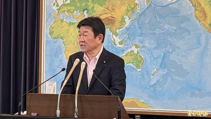 日本外相茂木敏充在今天記者會上宣布追加提供台灣100萬劑AZ疫苗。(記者林翠儀攝)
