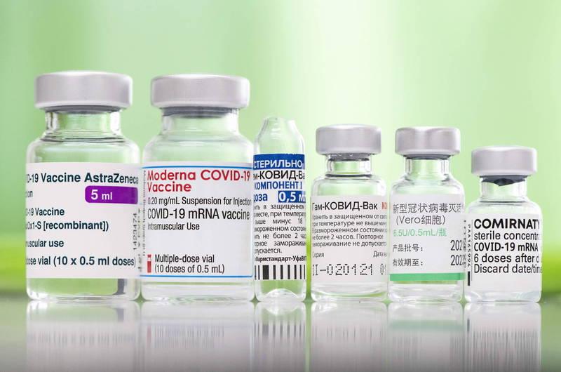 《路透》取得世界衛生組織(WHO)一份內部報告顯示,預估一般民眾將每2年補打1劑武漢肺炎疫苗,老年人等高危險族群則需要每年再接種1劑。(歐新社資料照)