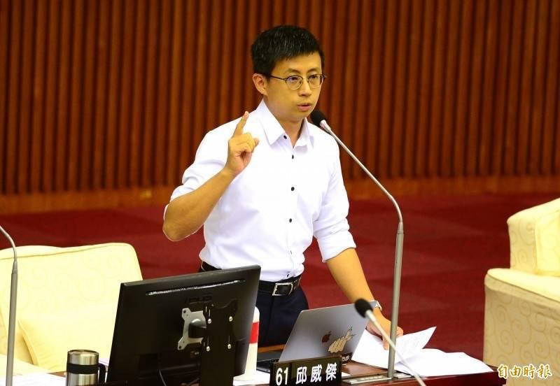 台北市議員邱威傑(呱吉)昨分享觀看好心肝診所政風報告的相關限制。(資料照)