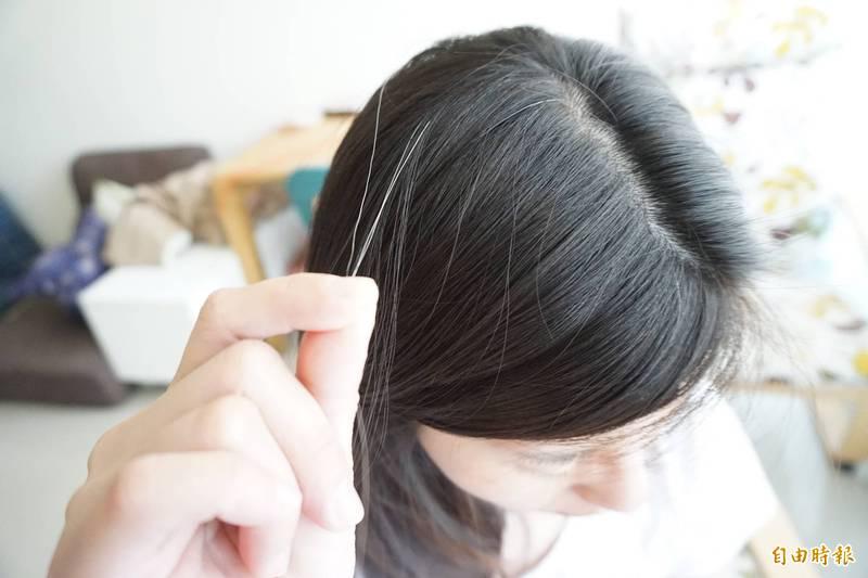 最新一項研究揭露白髮增多背後的關鍵原因,同時公布一項好消息,那就是頭髮變白是可被逆轉的。(資料照)